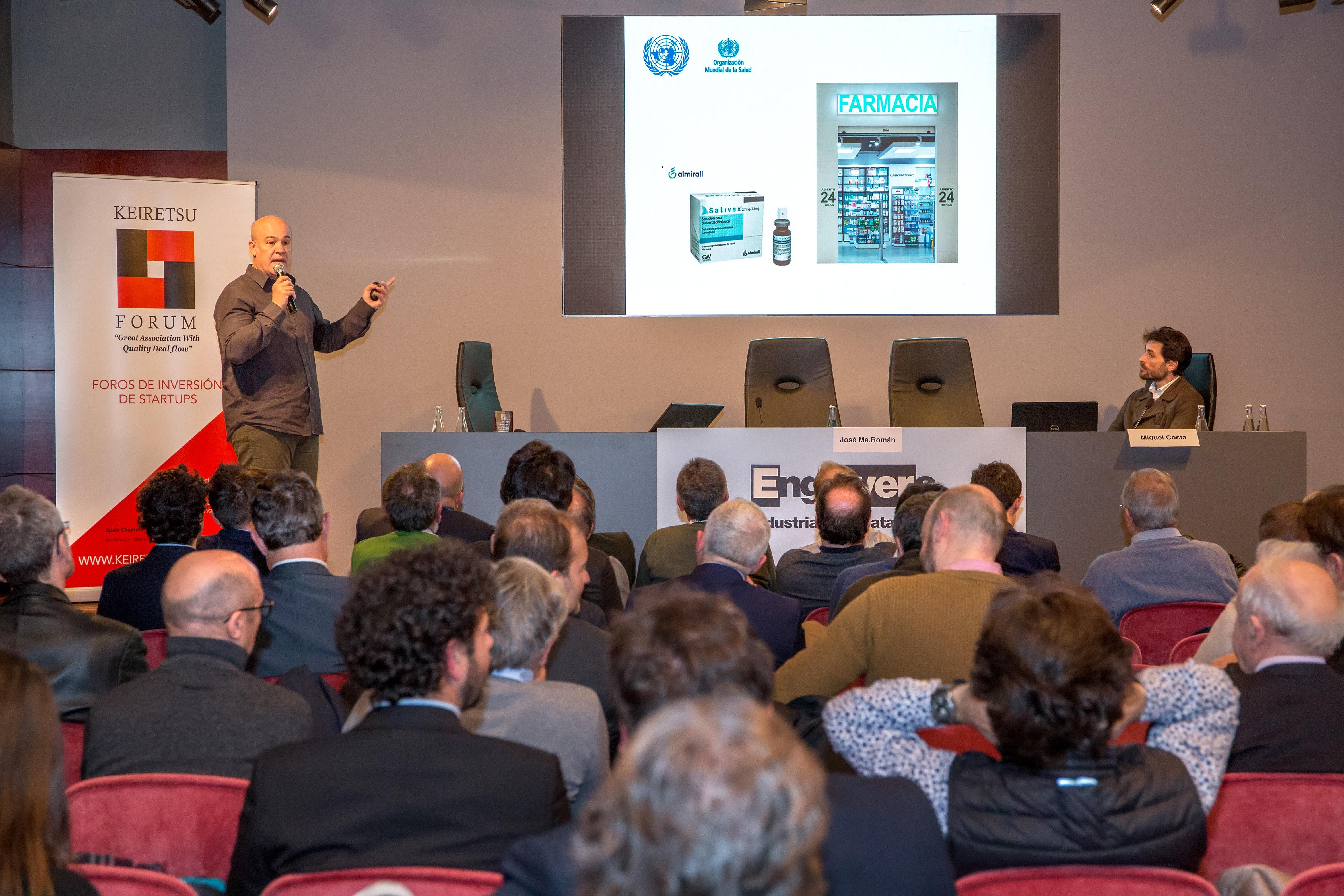 Emprendedor presentando startup ante inversores en el Foro de Inversión industrial Keiretsu Forum